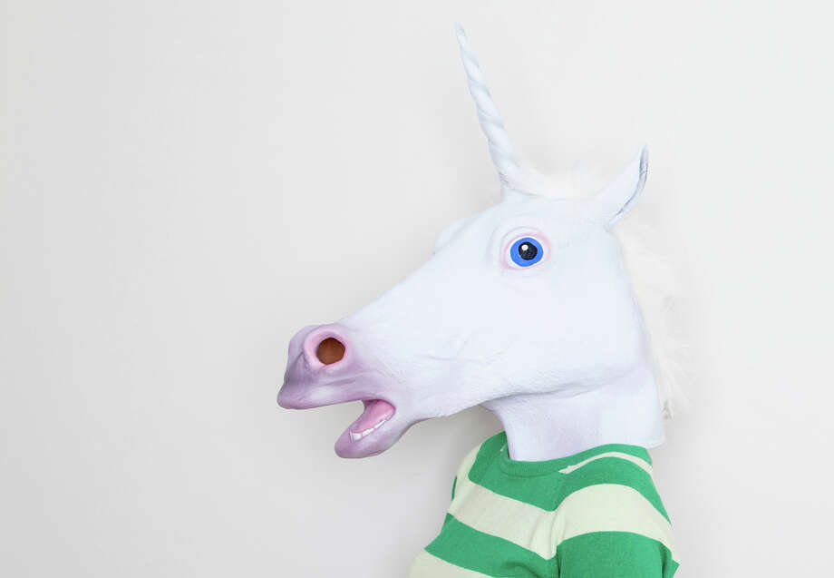 Girl wearing unicorn head Photo: Davidgoldmanphoto / Getty Images/Image Source / (c) Image Source
