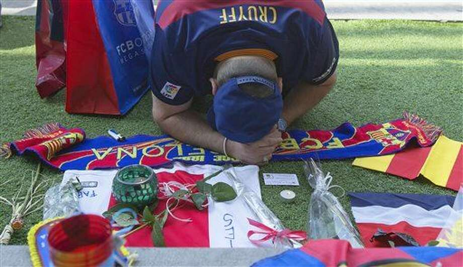 """A FC Barcelona supporter offers his respects to the late Dutch soccer great Johan Cruyff at the Camp Nou stadium in Barcelona, Spain, Friday, March 25, 2016. Dutch soccer great Johan Cruyff, who revolutionized the game as the personification of """"Total Football,"""" has died. He was 68. (AP Photo/Fernando Viros) Photo: Fernando Viros"""