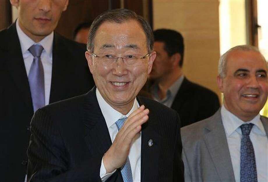 El secretario general de Naciones Unidas, Ban Ki-moon, saluda a la prensa a su llegada para reunirse con el presidente del Parlamento libanés en Beirut, Líbano, el jueves 24 de marzo de 2016. (AP Foto/Hussein Malla) Photo: Hussein Malla