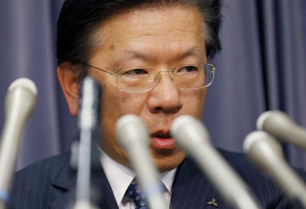 Mitsubishi Motors President Tetsuro Aikawa and other company leaders bowed in apology over the fuel-economy scandal Wednesday in Tokyo.