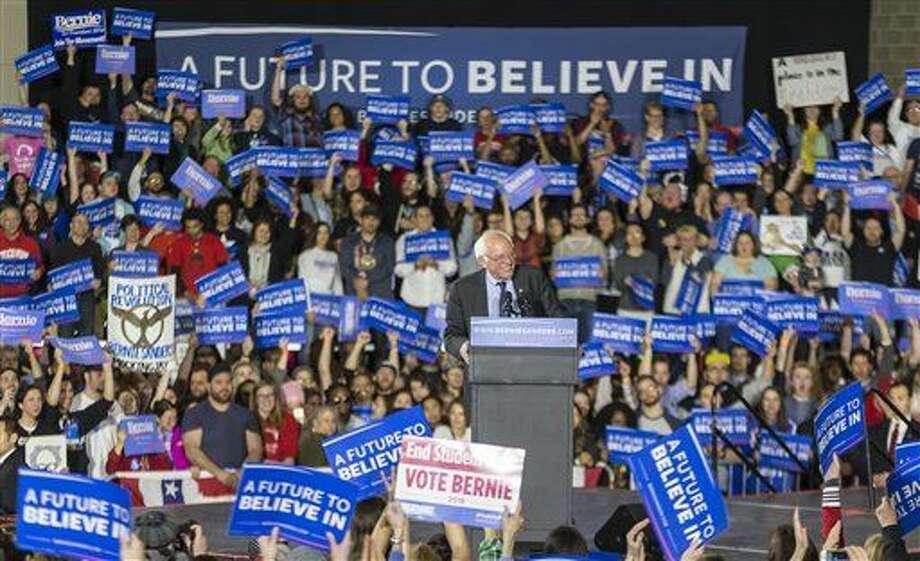 El senador Bernie Sanders, aspirante a la candidatura presidencial demócrata, habla en una escala de campaña el sábado 26 de marzo de 2016, en Madison, Wisconsin. (Foto AP/Andy Manis) Photo: Andy Manis