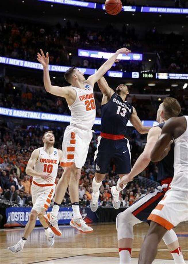 Syracuse's Tyler Lydon (20) blocks a shot by Gonzaga's Josh Perkins (13) in the closing seconds of a college basketball game in the regional semifinals of the NCAA Tournament, Friday, March 25, 2016, in Chicago. Syracuse won 63-60. (AP Photo/Charles Rex Arbogast) Photo: Charles Rex Arbogast