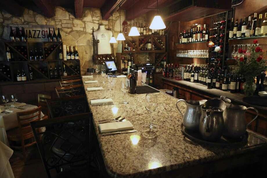 Grab a seat at the cozy bar at Bella on the River. Photo: Tom Reel /San Antonio Express-News / 2016 SAN ANTONIO EXPRESS-NEWS