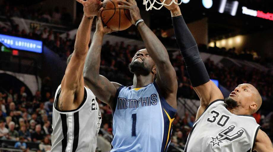 Memphis Grizzlies forward Lance Stephenson (1) shoots against San Antonio Spurs' Tim Duncan, left, and David West during the first half of an NBA basketball game, Friday, March 25, 2016, in San Antonio. Photo: Darren Abate /Associated Press / FR115 AP