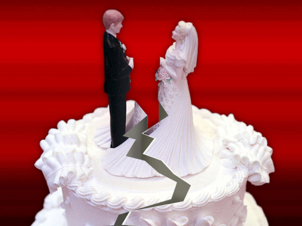 Photo graphic of a wedding cake.