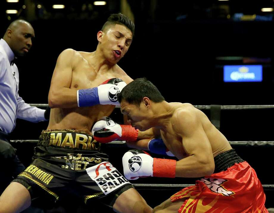 San Antonio's Mario Barrios (left) and Edgar Gabejan exchange punches during a lightweight bout at Barclays Center on April 16, 2016 in Brooklyn, New York. Photo: Elsa /Getty Images / 2016 Getty Images
