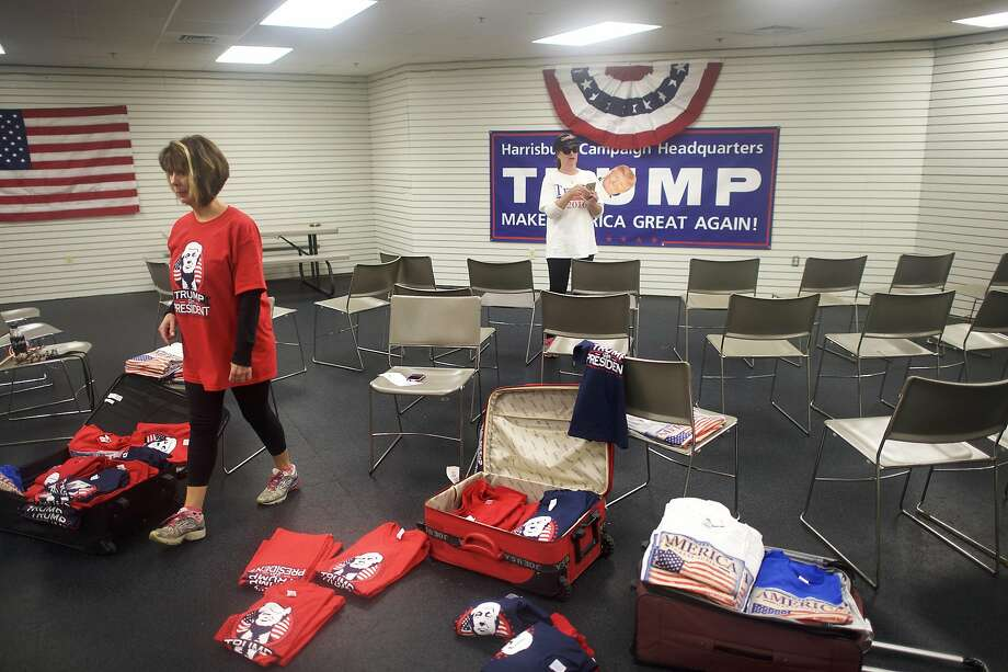 Volunteers set up a field office for the champaign of Donald Trump. Photo: MARK MAKELA, NYT