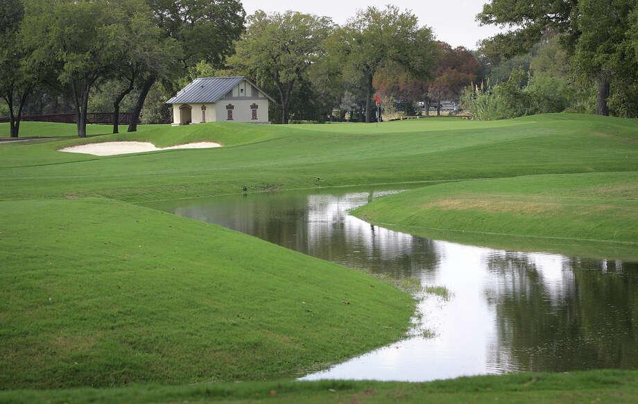 A look at the No. 10 green at Brackenridge Park Golf Course. Photo: Bob Owen /San Antonio Express-News / rowen@express-news.net