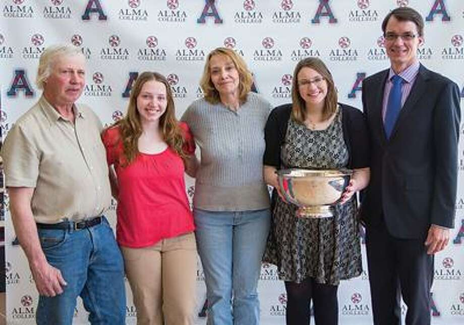 From left Roger Duff (father), Larissa Duff (sister), Kimberly Duff (mother), Chelsea Duff and Alma College President Jeff Abernathy.)