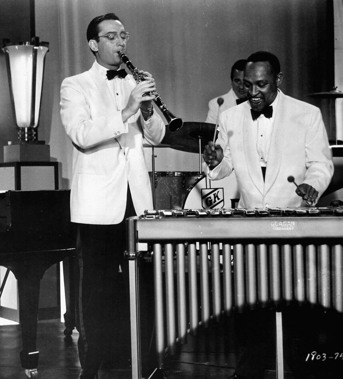 """Legendary comedian/actor/musician Steve Allen, (L), shown in the lead role in this file photo from the 1956 film """"The Benny Goodman Story"""", died October 31, 2000 of a possible heart attack. Allen, who was 78, was also the first host of """"The Tonight Show"""", and wrote over 4,000 songs. Musican Lionel Hampton is at right. REUTERS/File Photo"""