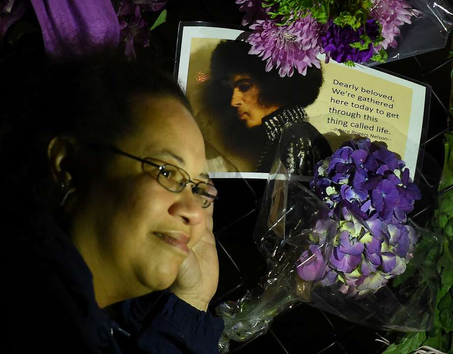 Fans pay their respects outside the Paisley Park residential compound of music legend Prince in Minneapolis, Minnesota, on April 21, 2016. Emergency personnel tried and failed to revive music legend Prince, who died April 21, 2016, at age 57, after finding him slumped unresponsive in an elevator at his Paisley Park studios in Minnesota, the local sheriff said. Photo: MARK RALSTON, AFP/Getty Images