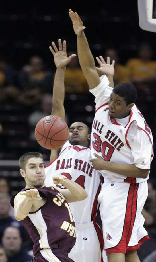 Central Michigan's Jordan Bitzer (15) passes the ball in front of Ball State's Pierre Sneed (34) and Maurice Hubbard (30) during overtime of an NCAA college basketball game at the Mid-American Conference men's tournament, Thursday, March 12, 2009, in Cleveland. Ball State won 64-61 in overtime. (AP Photo/Tony Dejak) Photo: Tony Dejak / AP