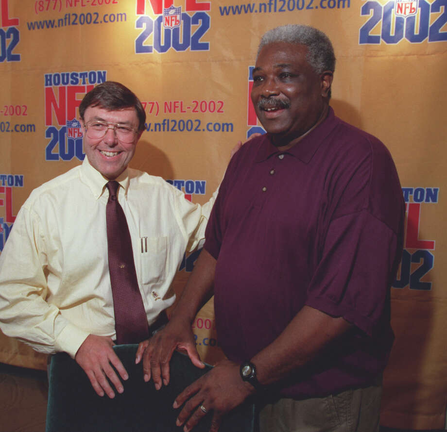 Then-executive Vice President/General Manager Charley Casserly ( left) introduces Bobby Grier as the Texans' newly hired Associate Director of Pro Scouting on May 16, 2000. Grier is retiring after this year's draft. Photo: D. Fahleson, Houston Chronicle / Houston Chronicle