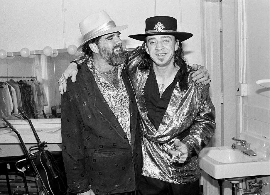 Lonnie Mack and Stevie Ray Vaughan backstage at the Orpheum Theater in Memphis, Tennessee on August 26, 1986. Photo: Ebet Roberts, Redferns