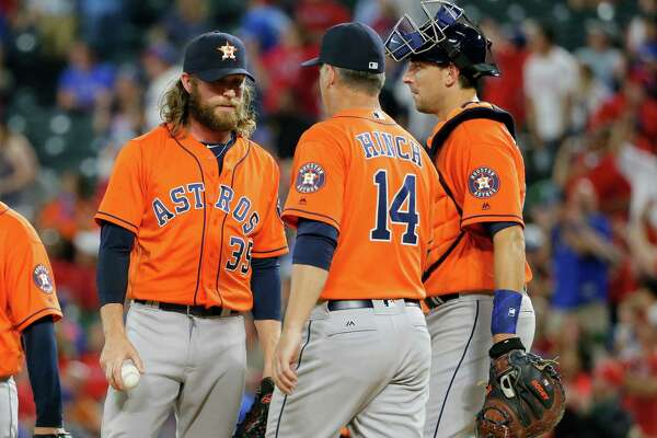 Houston Astros' Josh Fields (35) talks with manager A.J. Hinch (14) before turning the ball over and leaving the game as Jason Castro, right, watches in the sixth inning of a baseball game against the Texas Rangers on Tuesday, April 19, 2016, in Arlington, Texas. (AP Photo/Tony Gutierrez)