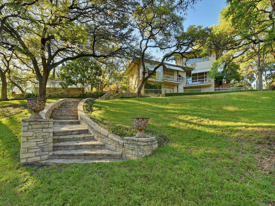 A mansion situated on almost 13 acres overlooking Lake Austin is up for sale for the first time in more than 50 years for $35 million. Photo: Courtesy/Allison Cartwright