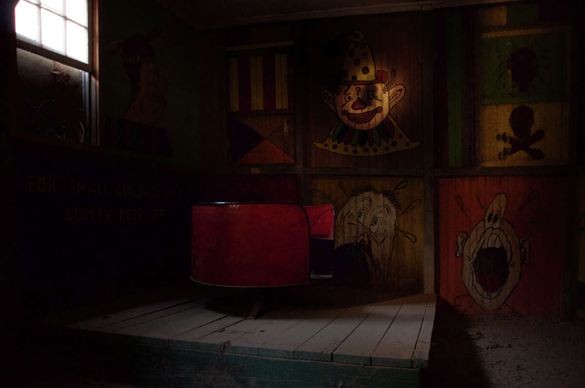 Eerie Abandoned Images of America's Oldest Funhouse. Photos:SEPHLAWLESS.COM