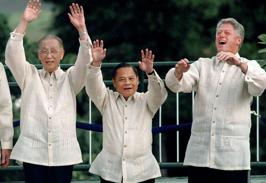 "FILE - In this Nov. 25, 1996, file photo, then Thai Prime Minister Banharn Silpa-archa, centre, then U.S. President Bill Clinton, right, and Koo Chen-fu of Taiwan do ""the wave"" during a group photo outside at the APEC summit in Subic Bay, Philippines.  Banharn Silpa-archa, a provincial political powerbroker who served a scandal-ridden 16 months as Thailand's prime minister in 1995-96, has died at age 83. (AP Photo/David Longstreath, File) ORG XMIT: MBBK203 Photo: David Longstreath / AP"