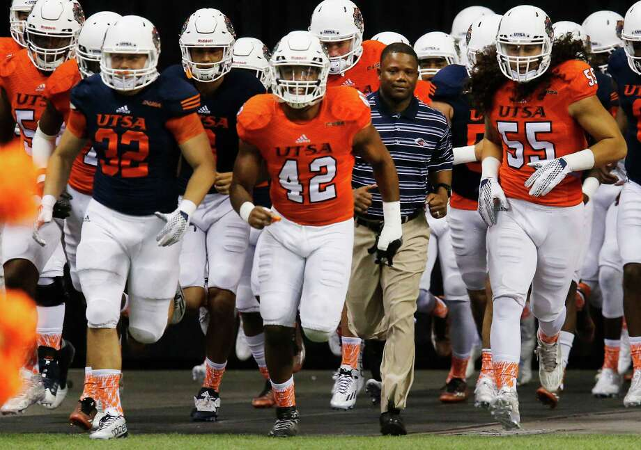 Coach Frank Wilson (second from right) runs out with the players before the UTSA spring game at the Alamodome on April 23, 2016. Photo: Kin Man Hui /San Antonio Express-News / ©2016 San Antonio Express-News