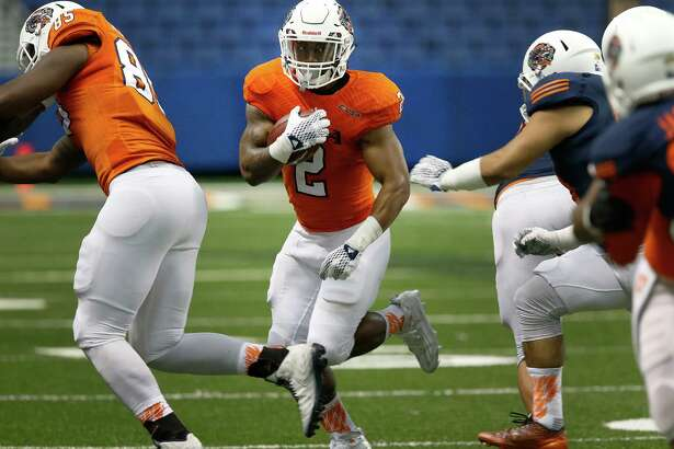 Running back Jarveon Williams (02) looks a gap to run through during the UTSA Spring Game at the Alamodome on Saturday, Apr. 23, 2016. (Kin Man Hui/San Antonio Express-News)