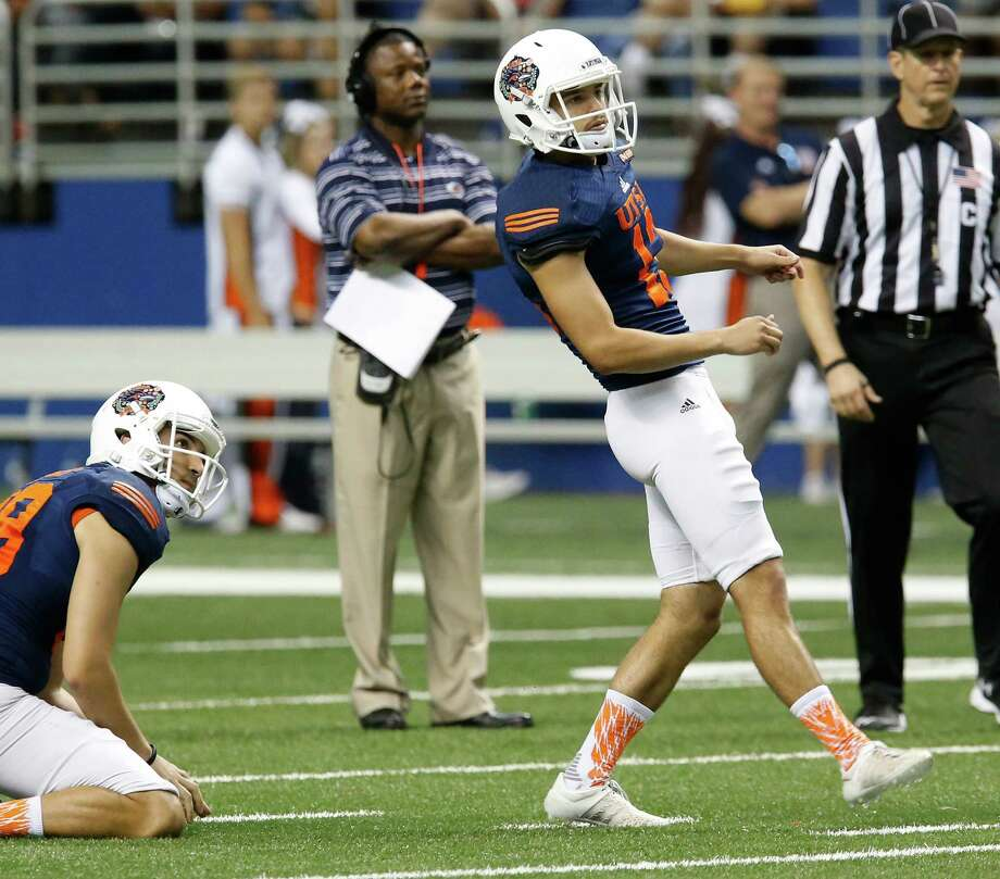 Kicker Daniel Portillo (13) watches the outcome of his field-goal attempt as coach Frank Wilson (second from left) watches during the UTSA spring game at the Alamodome on April 23, 2016. Photo: Kin Man Hui /San Antonio Express-News / ©2016 San Antonio Express-News