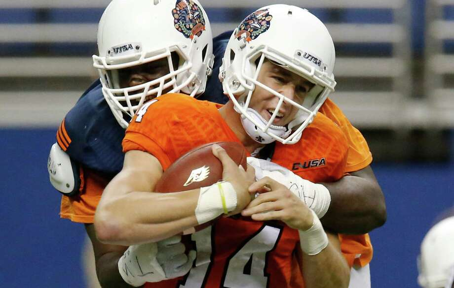 Defensive tackle Vontrell King-Williams gets a sack on quarterback Dalton Sturm (14) during the UTSA spring game at the Alamodome on April 23, 2016. Photo: Kin Man Hui /San Antonio Express-News / ©2016 San Antonio Express-News