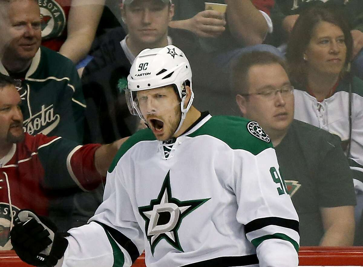 Dallas Stars' Jason Spezza (90) celebrates after scoring a goal during the first period on Sunday, April 24, 2016, at Xcel Energy Center in St. Paul, Minn. (Carlos Gonzalez/Minneapolis Star Tribune/TNS)