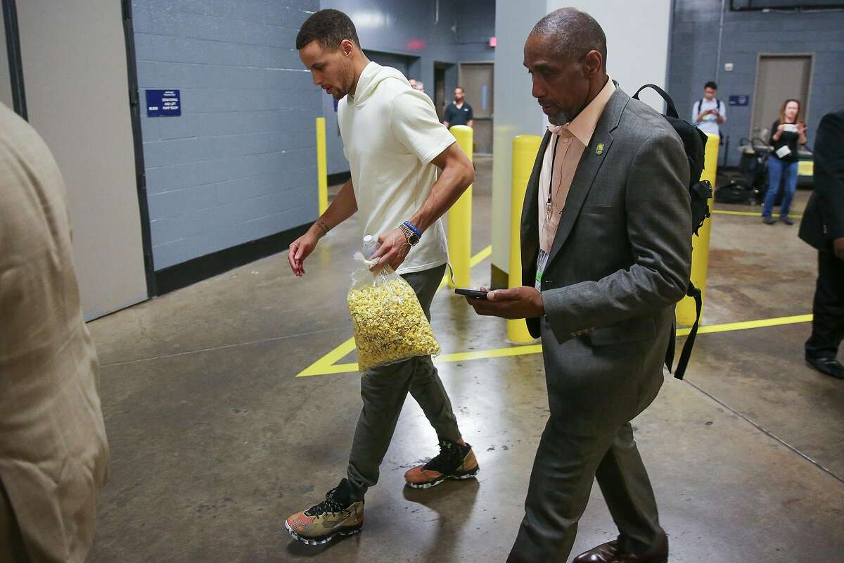 Golden State Warriors guard Stephen Curry (30) limps out of the Toyota Center after game four of a first-round NBA Playoffs series at Sunday, April 24, 2016 in Houston. Cury suffered an injury at the end of the first half and did not play in the second half of the game. ( Michael Ciaglo / Houston Chronicle )