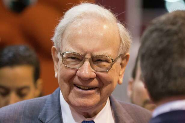Billionaire Warren Buffett will be inducted into the Texas Business Hall of Fame in a San Antonio gala Oct. 27, the organization announced Monday.
