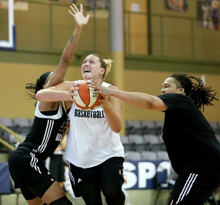Stars veteran Jayne Appel Marinelli slips between teammates Shamela Hampton (left) and Danielle Adams during practice.
