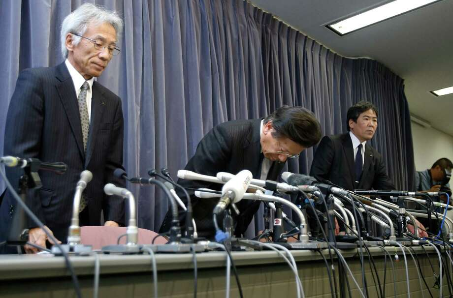 Mitsubishi Motors Corp. President Tetsuro Aikawa, center, bows during a press conference in Tokyo, Tuesday, April 26, 2016. Mitsubishi Motors, the Japanese automaker that acknowledged last week that it had intentionally lied about fuel economy data for some of its models, said an internal investigation found such tampering dated back to 1991. Aikawa told reporters Tuesday the probe was ongoing, suggesting that more irregularities might be found. Photo: Shizuo Kambayashi