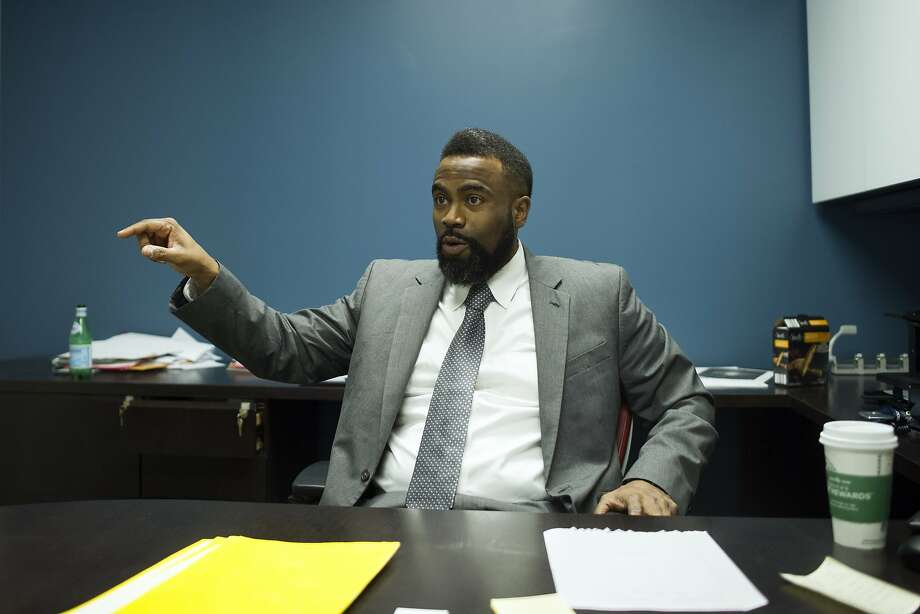 Daryl Atkinson, who helps oversee programs for convicted felons, spent 3 ½  years in prison for cocaine trafficking. Photo: Cliff Owen, Associated Press