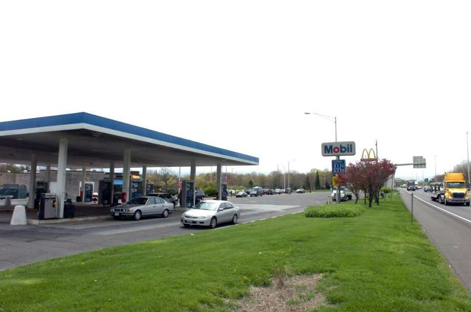 The Mobil station at the Darien rest stop along I-95 north Tuesday, April 13, 2010. Photo: Keelin Daly, ST / Stamford Advocate
