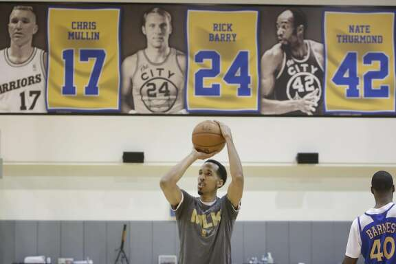 Warriors' guard Shaun Livingston practices shooting at the Warriors Practice Facility on Tuesday, April 26, 2016 in Oakland, California.