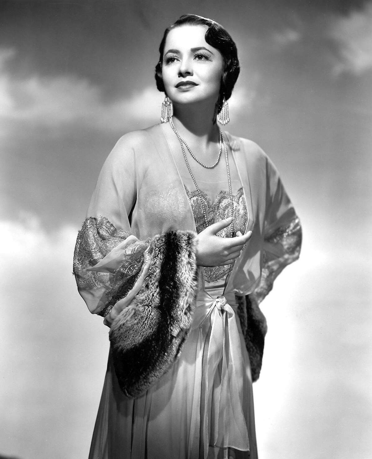 """Oscar-winning screen legend Olivia de Havilland, shown in this undated publicity photograph from her 1946 film """"To Each His Own,"""" for which she won her first Oscar, will be honored with a tribute on June 15, 2006, presented by the Academy of Motion Picture Arts and Sciences in Beverly Hills. The two-time Academy Award winner will travel from her home in France to Beverly Hills for the event, which will feature film clips of her most-admired performances and discussion with colleagues from throughout her career. BW ONLY NO SALES NO ARCHIVES FOR EDITORIAL USE ONLY REUTERS/AMAPA/Handout"""