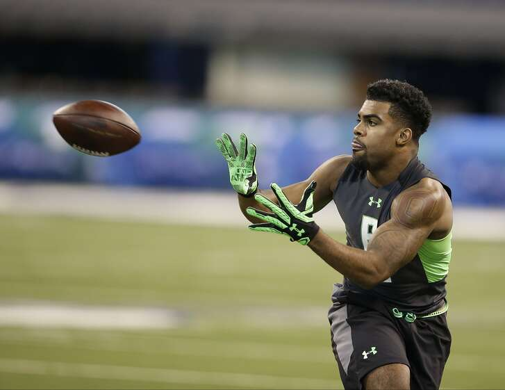 Ohio State running back Ezekiel Elliott runs a drill at the NFL football scouting combine in Saturday, Feb. 27, 2016, in Indianapolis. (AP Photo/Darron Cummings)