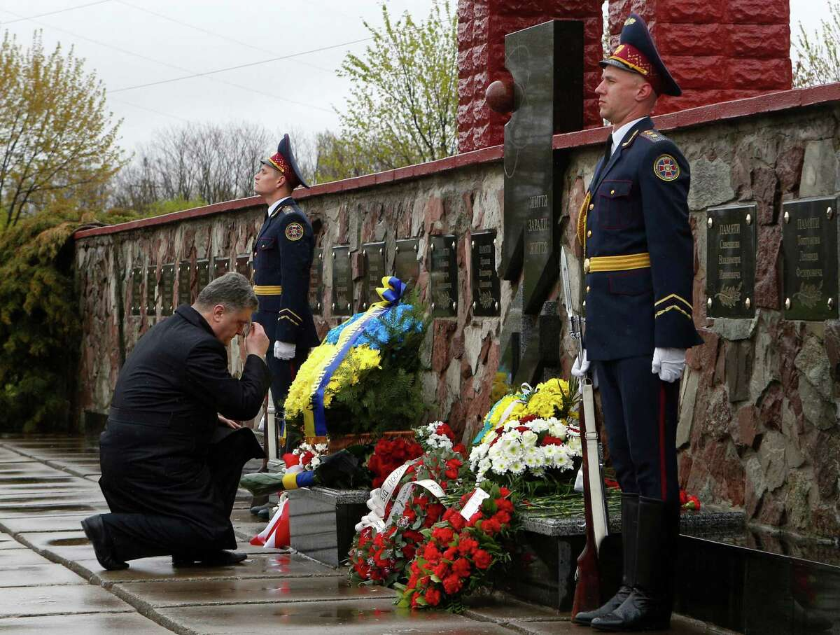 Ukraine's President Petro Poroshenko lays flowers at a monument to the victims of the Chernobyl tragedy outside the nuclear power plant in Ukraine, Tuesday, April 26, 2016. Ukraine on Tuesday marked the 30th anniversary of the explosion at the Chernobyl nuclear plant, the worldÂ?'s worst nuclear accident. (AP Photo/Sergei Chuzavkov)