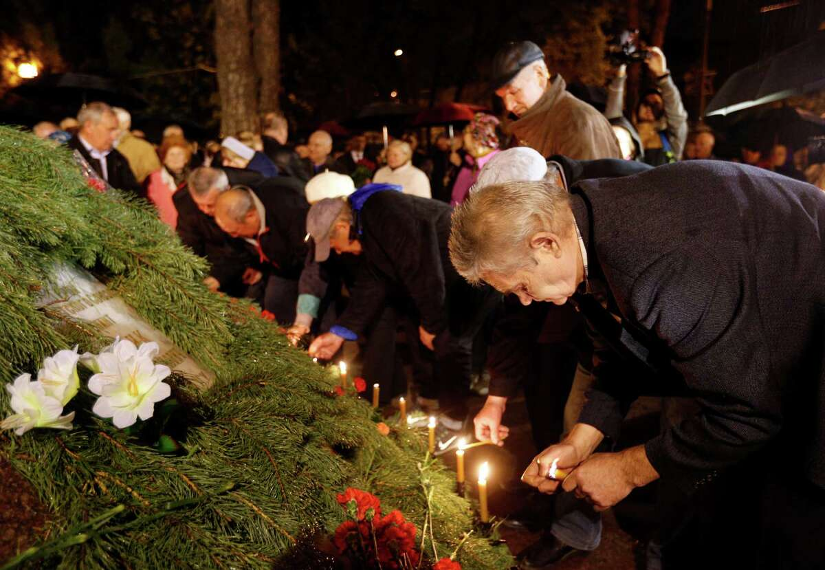 Ukrainians light candles at the memorial to the victims of the Chernobyl nuclear disaster, in Kiev, Ukraine, Tuesday, April 26, 2016. Ukraine marked the 30th anniversary of the Chernobyl nuclear power plant explosion. (AP Photo/Sergei Chuzavkov)