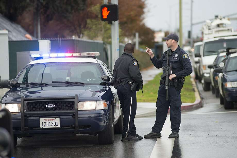 Police officers block off the entrance to Santa Clara Valley Medical Center in 2014. Photo: Brandon Chew