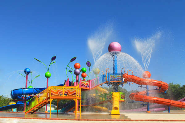 Splashtown Waterpark San Antonio. www.splashtownsa.com