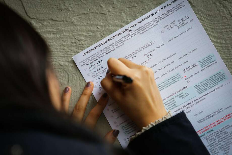 Student Amanda Chang fills out a voter registration form in Berkeley on April 27, 2016. Photo: Gabrielle Lurie, Special To The Chronicle