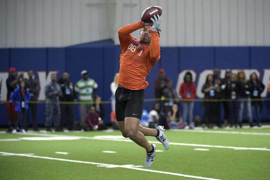 Former Florida defensive back Vernon Hargreaves could play right away against slot receivers if selected by Oakland. Photo: Phelan M. Ebenhack, AP