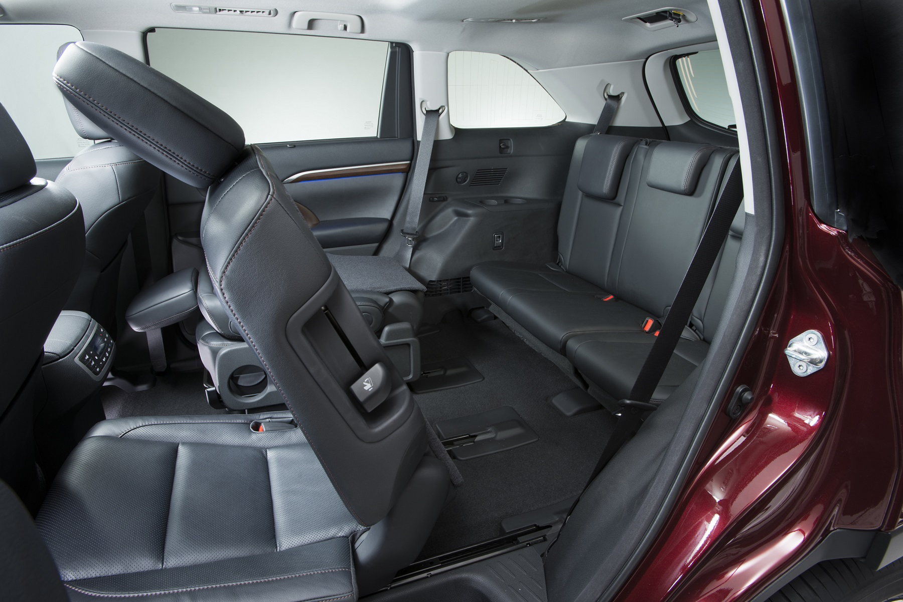 Popular Toyota Highlander becomes minivan alternative