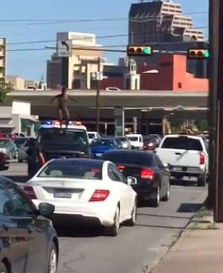A minute-long video posted to Reddit shows a completely naked man running through San Pedro Avenue while evading police on Wednesday, April 27, 2016. It is unclear if he will face any charges. Photo: Courtesy, Reddit User Mirai182