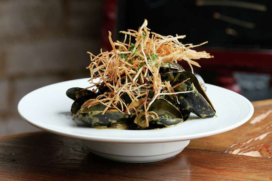 The P.E.I. Mussels are cooked in green curry and served with shoestring fries and coconut salt at Hearsay Urban Taste, Tuesday, April 26, 2016. The restaurant is located at 709 South Alamo. Photo: Jerry Lara /San Antonio Express-News / © 2016 San Antonio Express-News