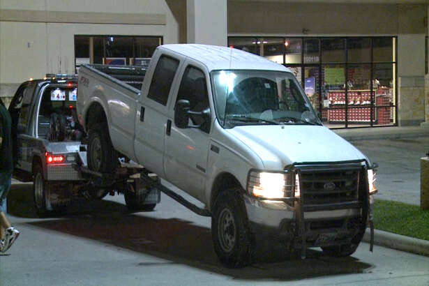 Houston police officers are searching for the burglars involved in a smash-and-grab incident at a Citi Trends clothing store in the 10000 block of Almeda Genoa Road on April 28, 2016.