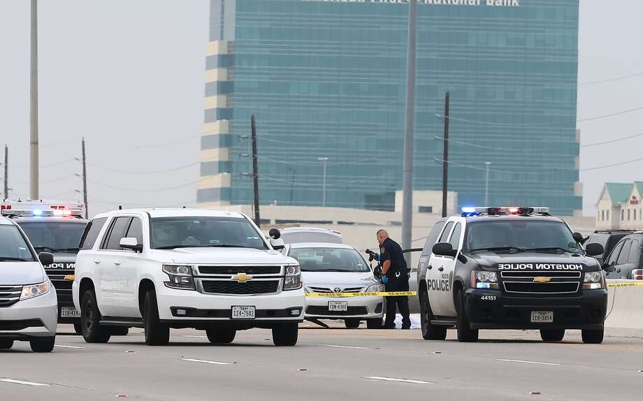 An officer-involved shooting along Beltway 8, between Bissonnet and Bellaire, nearly brought rush hour traffic to a standstill on Thursday afternoon. Photo: Jon J. Shapley, Chronicle
