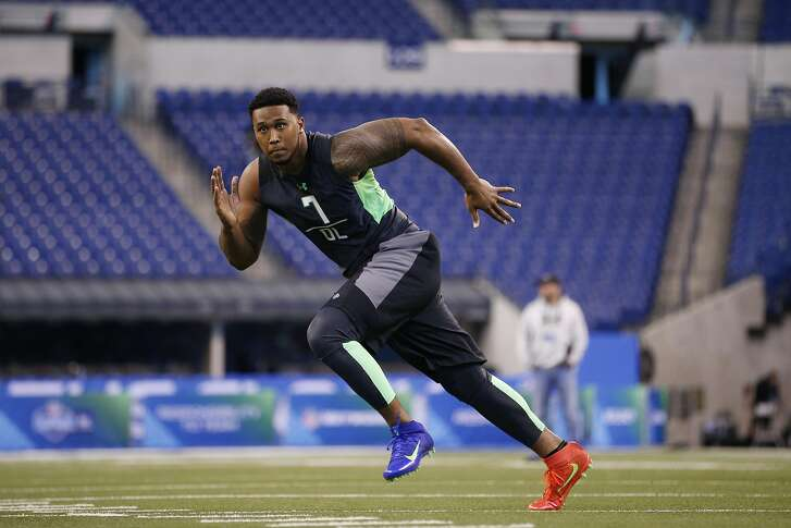 INDIANAPOLIS, IN - FEBRUARY 28: Defensive lineman DeForest Buckner of Oregon in action during the 2016 NFL Scouting Combine at Lucas Oil Stadium on February 28, 2016 in Indianapolis, Indiana. (Photo by Joe Robbins/Getty Images)
