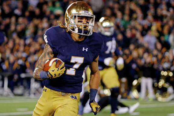 SOUTH BEND, IN - NOVEMBER 14: Will Fuller #7 of the Notre Dame Fighting Irish rushes against the Wake Forest Demon Deacons during the third quarter at Notre Dame Stadium on November 14, 2015 in South Bend, Indiana. The Notre Dame Fighting Irish won 28-7. (Photo by Jon Durr/Getty Images)