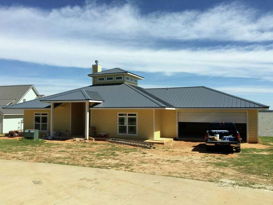 Somerset shores homes on lake livingston near completion for Spec home builders near me